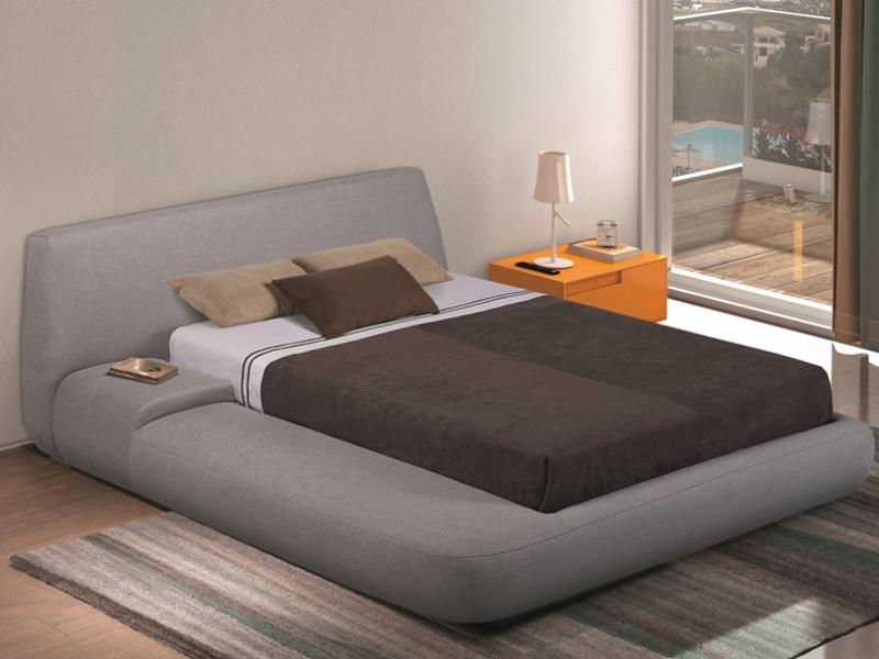Dormitorio con cama tapizada. Mod: LIS
