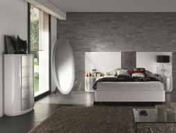 Dormitorio lacado con detalle de piel en cabezal. Mod: GALATEA