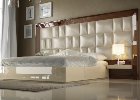 Dormitorio XXL lacado en alto brillo con plafón central tapizado.Mod: SAHARA