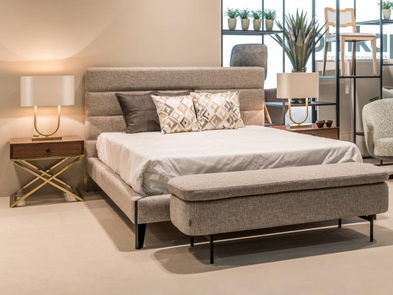 Dormitorio de dise�o  tapizado con base de cama .Mod: FLAVIA