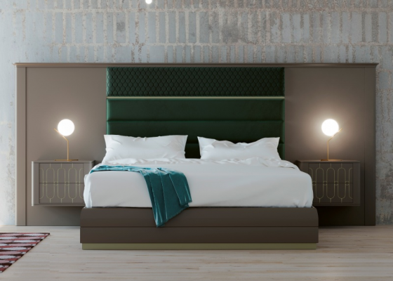 Dormitorio con cabecero largo lacado y tapizado. Mod:LEULA