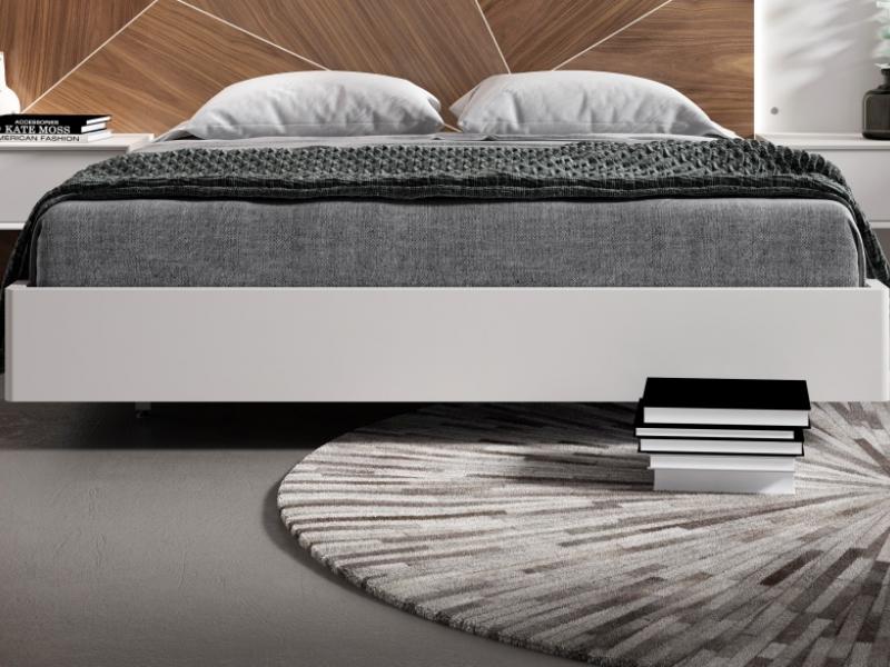 Dormitorio con plafones centrales en madera de nogal americano y lacados con  luz led. Mod: SILVAIN