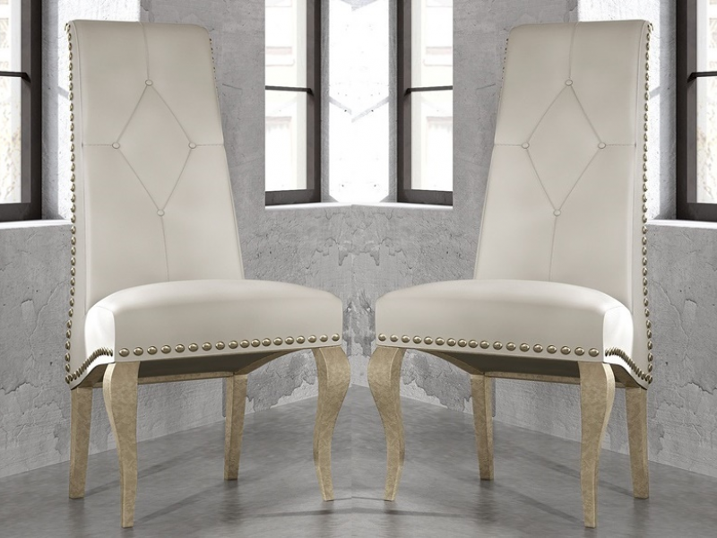 Juego de 2 sillas tapizadas con tachas, mod: VICTORIA