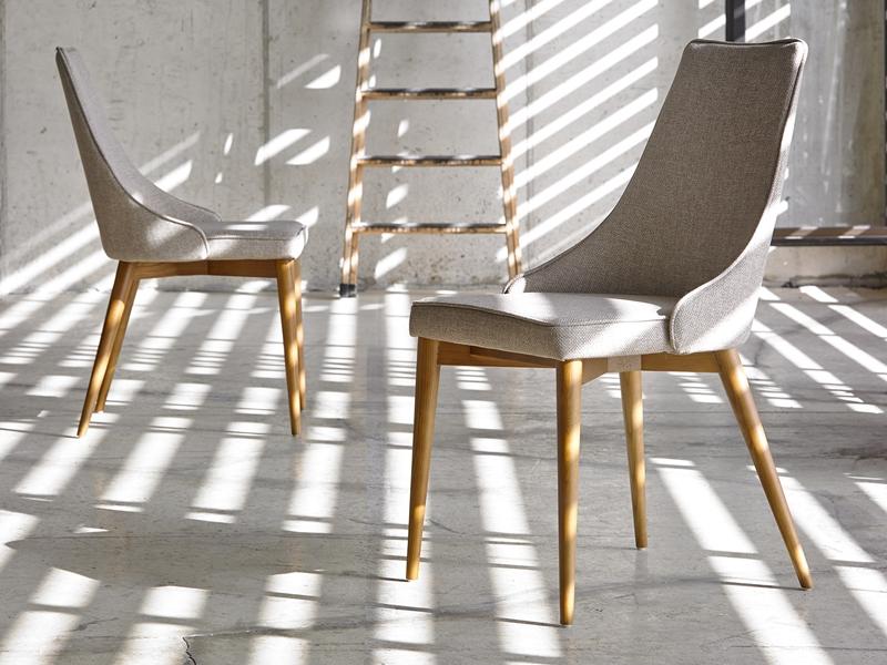 Juego de 2 sillas tapizadas. Mod. SOFIA