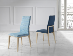 Juego de 2 sillas tapizadas. Mod. BO