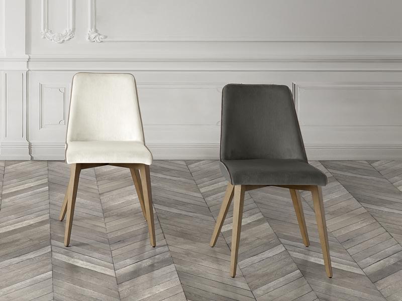 Juego de  2 sillas tapizadas en madera de haya. Mod. MIREYA