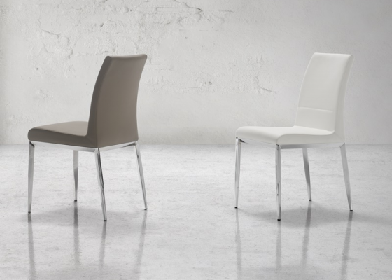 Juego de  2 sillas tapizadas con estructura metálica. Mod. CINTIA B