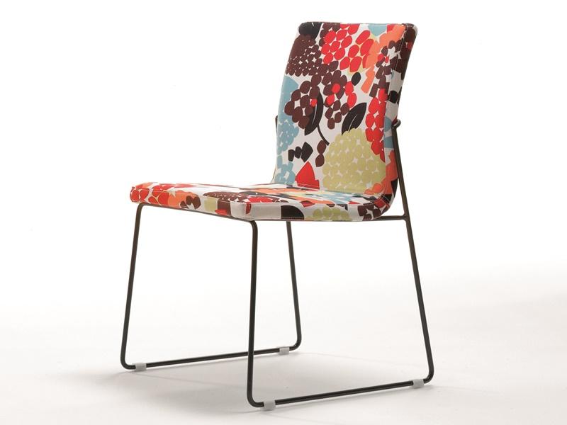 Juego de  2 sillas tapizadas con patas met�licas. Mod. JANE