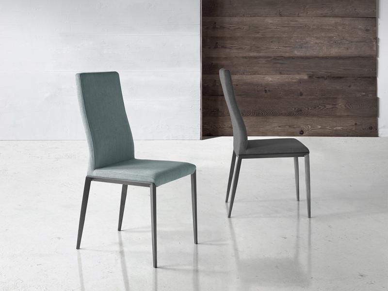 Juego de 2 sillas tapizadas con patas en acero. Mod. ALEX