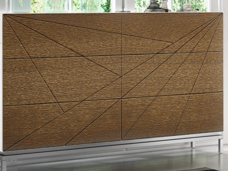 C�moda lacada y en madera de roble. Mod: IKU