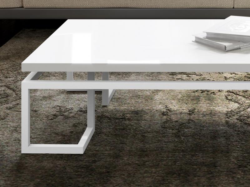Mesa de centro lacada en blanco. Mod: LAGO LACADO