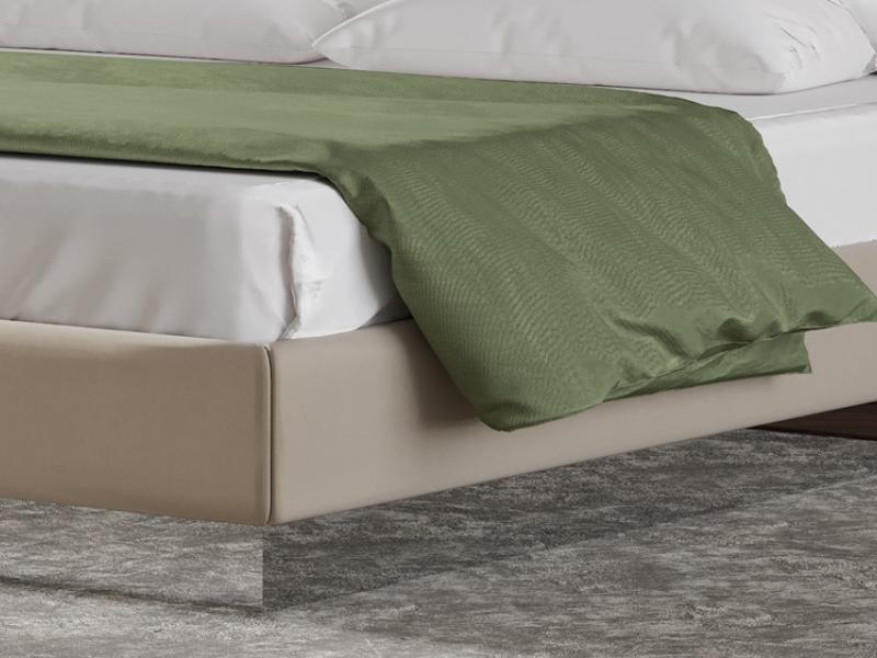 Cama completa tapizada en polipiel con detalles en acero inox. Mod: DORIANNE