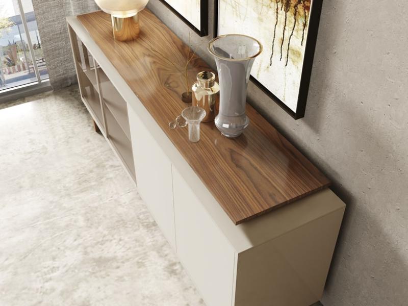 Aparador lacado y madera con puertas expositoras y cajones. Mod: MESSINA