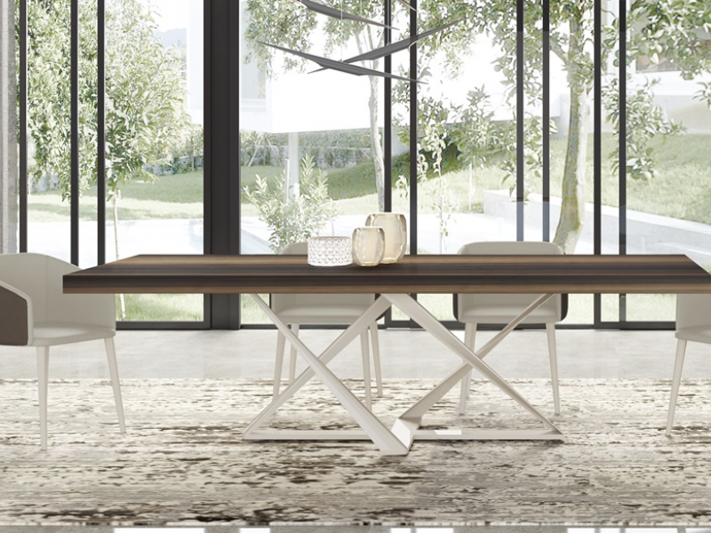 Mesa de comedor tapa fija con base lacada o en acero inoxidable. Mod: CROSED