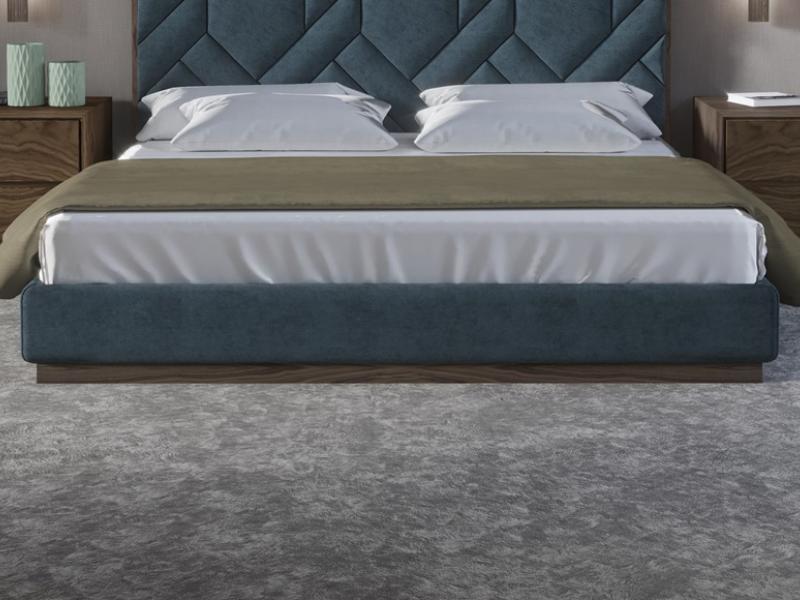 Cama completa tapizada en terciopelo con detalles en madera de nogal americano. Mod: DORIANNE NOGAL