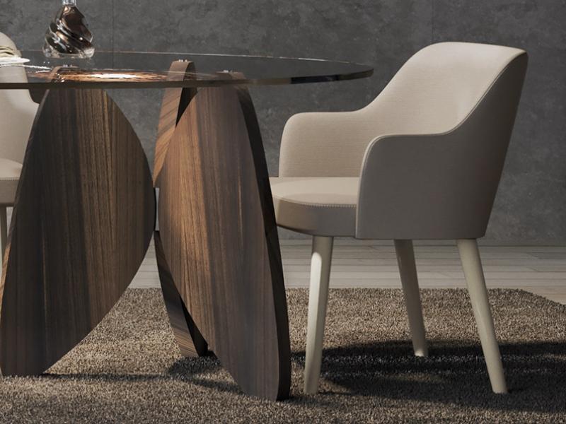 Juego de  2 sillas tapizadas con patas en madera de nogal. Mod. OSLO
