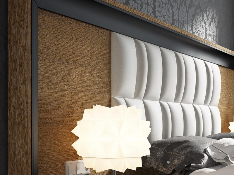 Cabecero largo en roble con detalles lacados y plaf�n central tapizado.Mod:ZIBA
