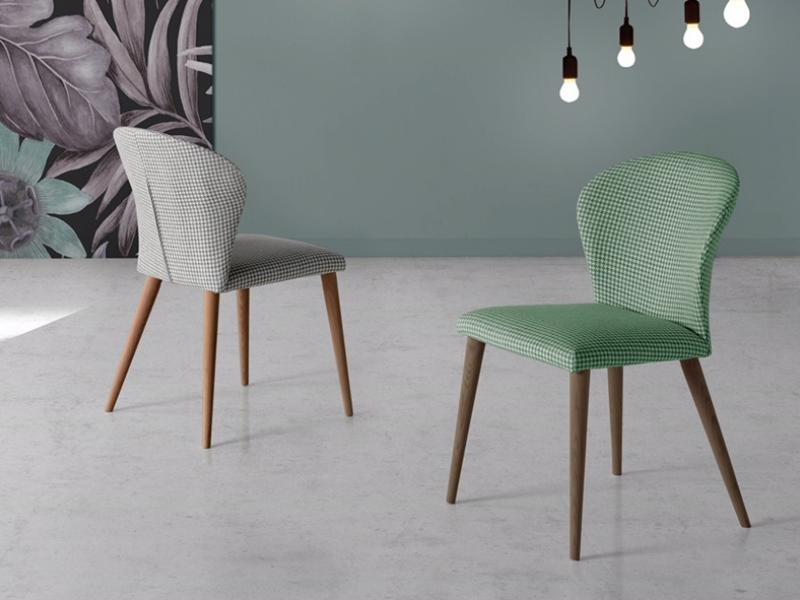 Juego de  2 sillas tapizadas con patas de madera. Mod. MARIA