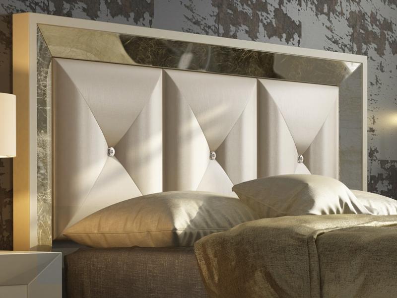 Cabecero lacado con plafones tapizados y detalles de Swarovski. Mod: ONUR