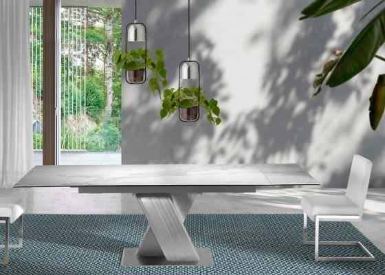 Mesa de comedor extensible con estructura de acero inoxidable y tapa cerámica. Mod. FORUM