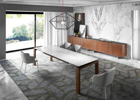Mesa de comedor extensible con estructura en nogal y tapa cerámica. Mod. ZINNIA