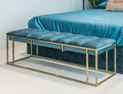 Banqueta de diseño tapizada con base en acero inoxidable. Mod: AGHATA
