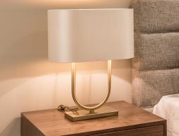 Lámpara  de sobremesa en acero dorado. Mod: FLAVIA