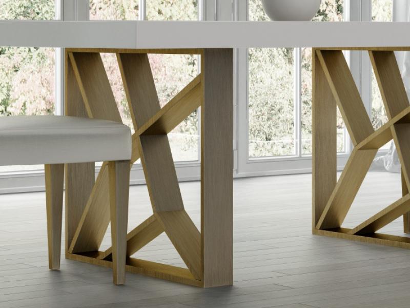 Mesa de comedor extensible con tapa de madera. Mod: LINDE