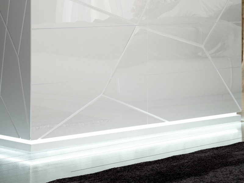 C�moda lacada de 6 cajones y luz led. Mod: NAUGE LED