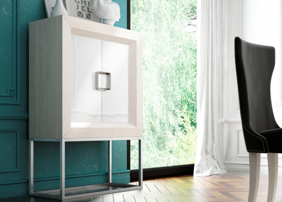 Mueble bar de diseño  en roble con puertas lacadas.Mod: MELINA