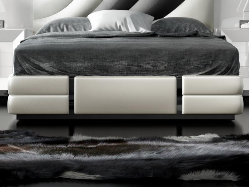 Cama completa lacada y tapizada con cabecero XXL. Mod: MELIA