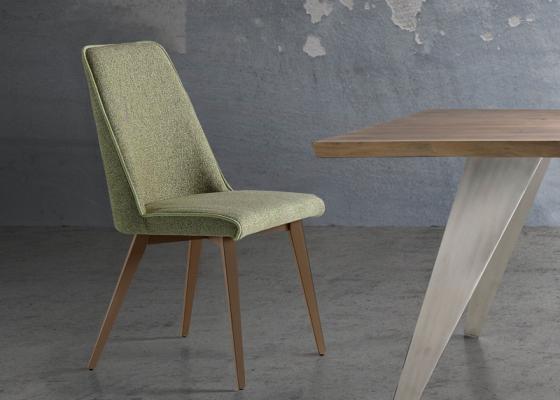 Juego de  2 sillas tapizadas con patas de madera. Mod. WENDY