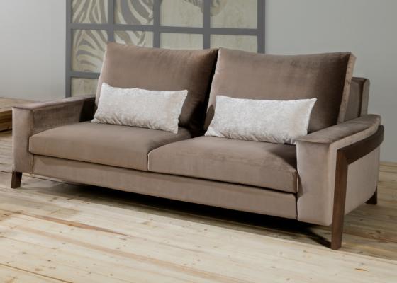 Sofá tapizado en terciopelo.Mod: HELSINKI