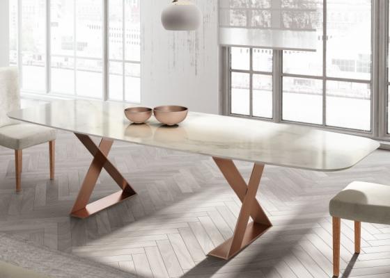 Mesa de comedor con tapa de mármol. Mod: BIANCA