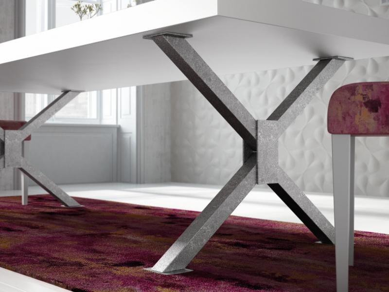 Mesa de comedor fija o extensible con  tapa lacada. Mod: CROIX