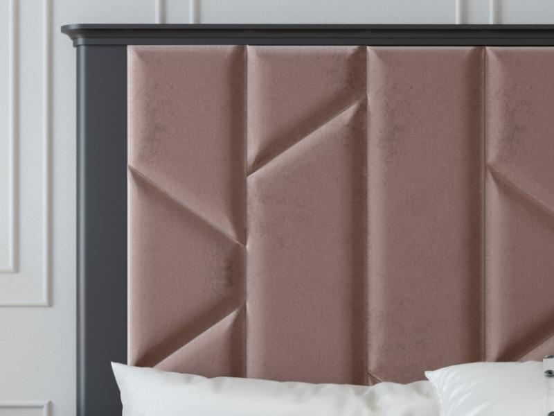 Cabecero lacado con plaf�n central tapizado. Mod: COLETTE