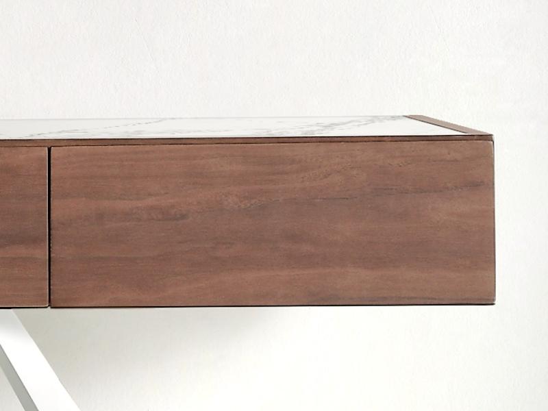 Consola con tapa porcel�nico y base en acero lacado. Mod: TIKK