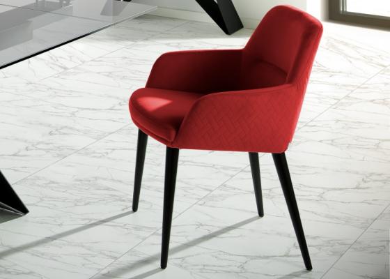 Juego de  2 sillas tapizadas y lacadas. Mod. ZARAH