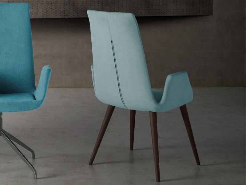 Juego de  2 sillas tapizadas en roble. Mod. DANNA