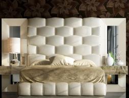 Cama completa tapizada y lacada con espejos laterales y mesitas de 1 cajón. Mod: JANAAN
