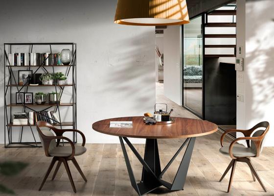 Mesa de comedor redonda con tapa en nogal y base métalica. Mod. HANNAH