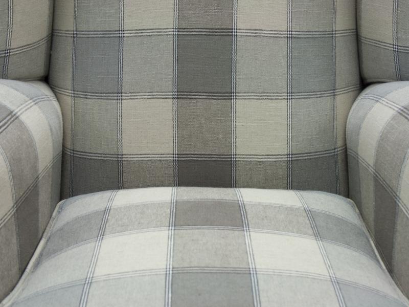Sill�n orejero tapizado en tela . Mod: LOCRONAN