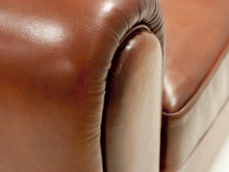 Sof� tapizado en piel genuina.Mod: ROYAL