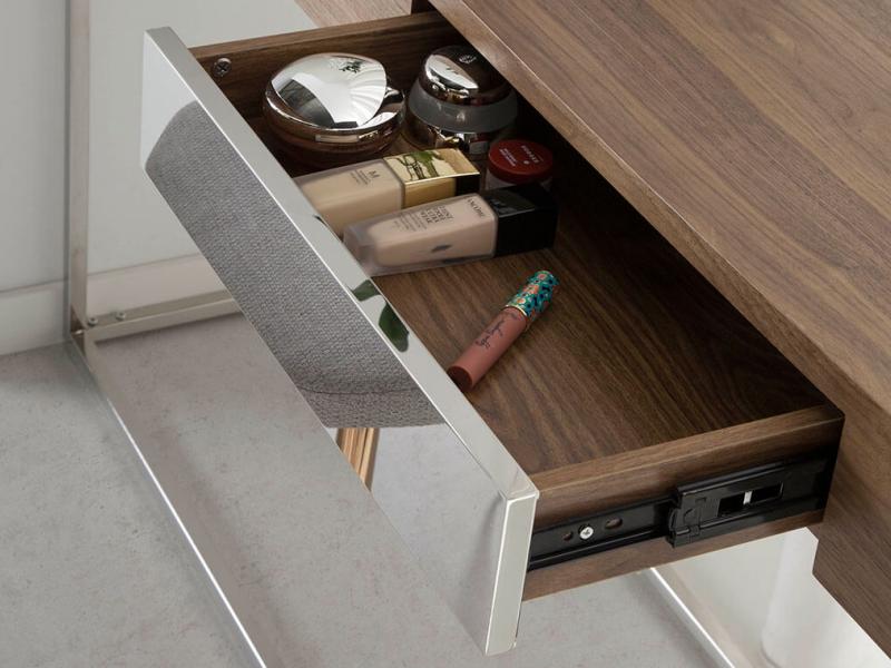 Consola de madera chapada de nogal y estructura en acero. Mod: MOZART