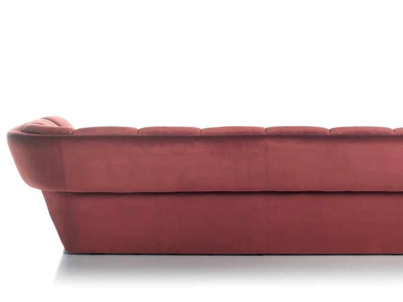 Sof� de dise�o tapizado en terciopelo.Mod: RAYZA