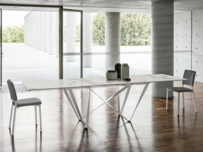 Mesa de comedor extensible con tapa porcel�nica.Mod: VAGUE