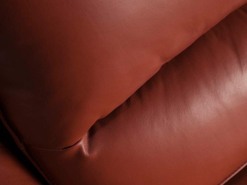 Sill�n tapizado en piel genuina. Mod: VOLO