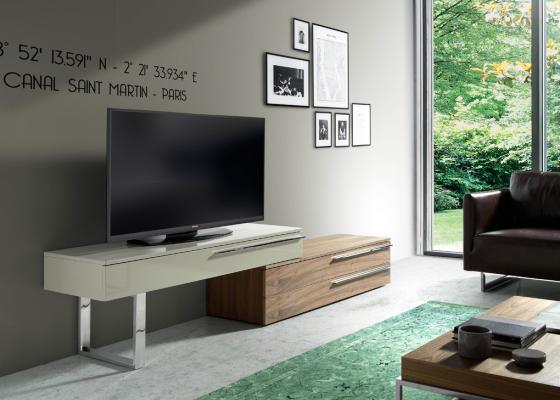 Mueble TV  en madera de nogal y lacado con patas en acero inox. Mod: GOB