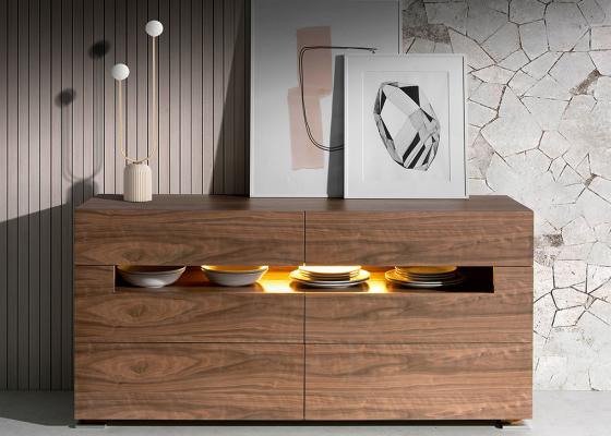 Aparador nogal con iluminación interior.Mod: TAUREAU