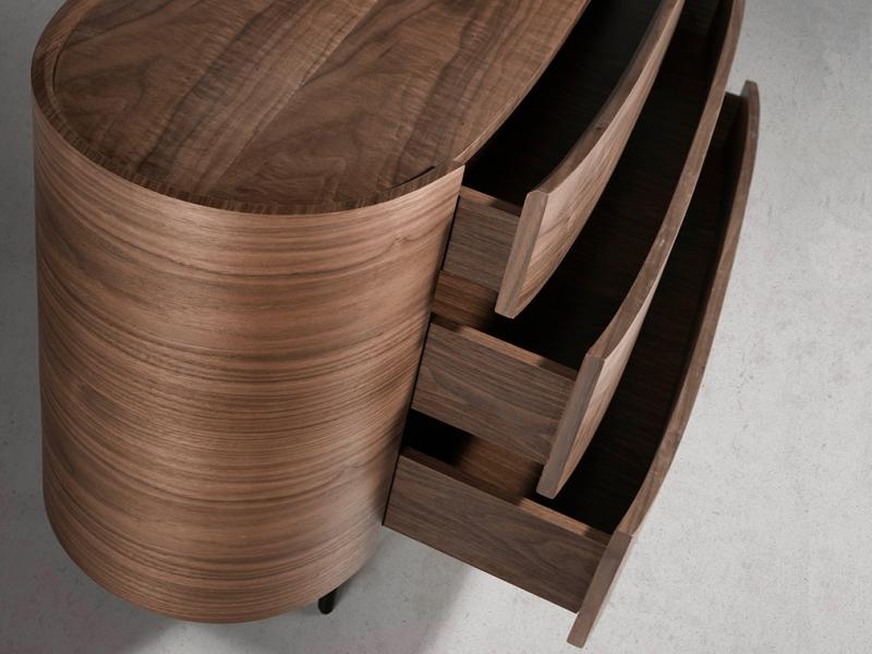 C�moda ovalada en madera de nogal. Mod: OVALE
